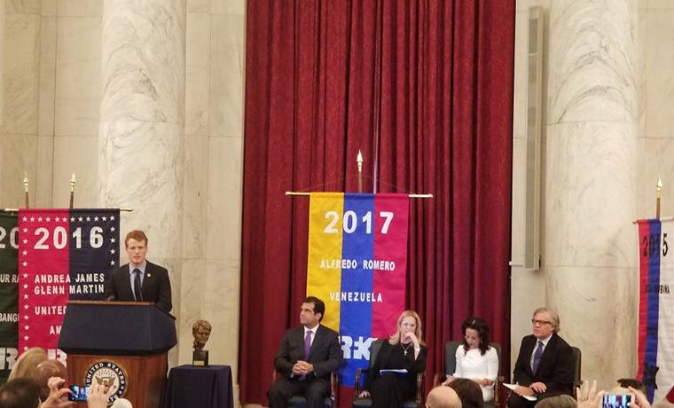 Alfredo Romero recibió el premio Robert F Kenney de Derechos Humanos
